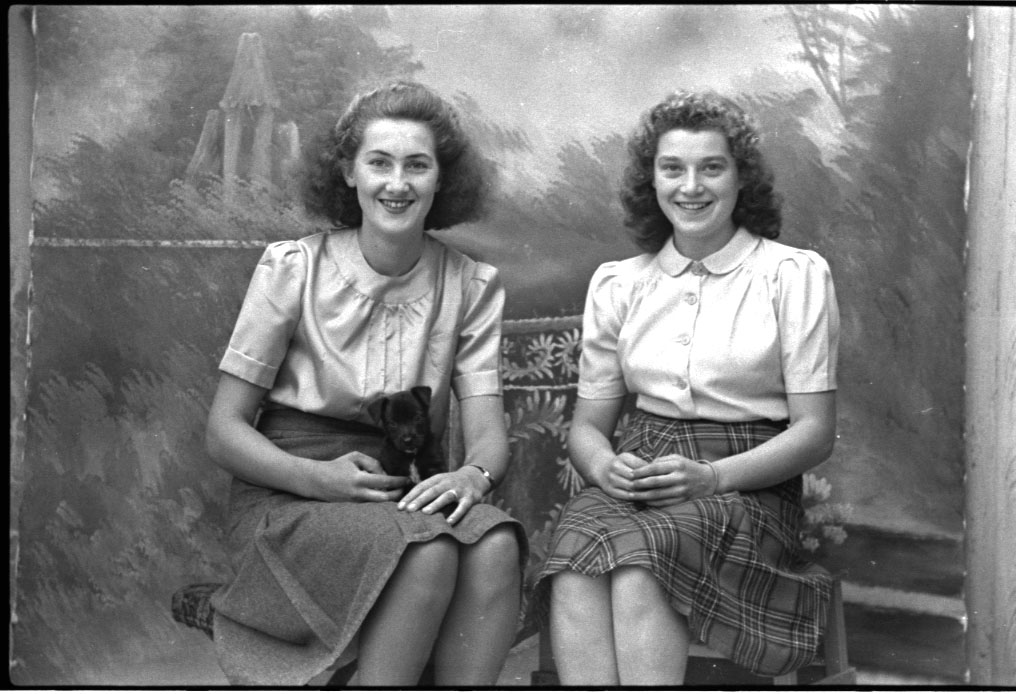 Photographs Of British Women In The 1940s Hair And